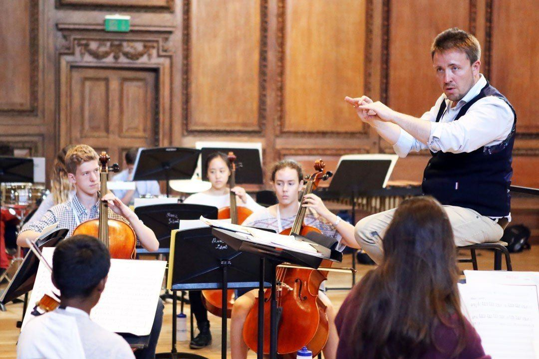 Tom Hammond conducting the ingenium academy orchestra