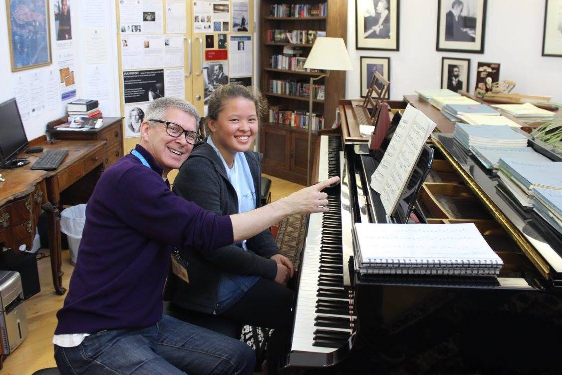Piano summer course in England - Richard Sisson with student at the Ingenium Aademy