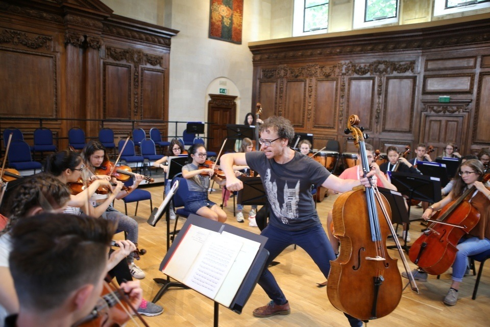 Workshop leader Matt Sharp leads Ingenium students in a cinematic string orchestra workshop
