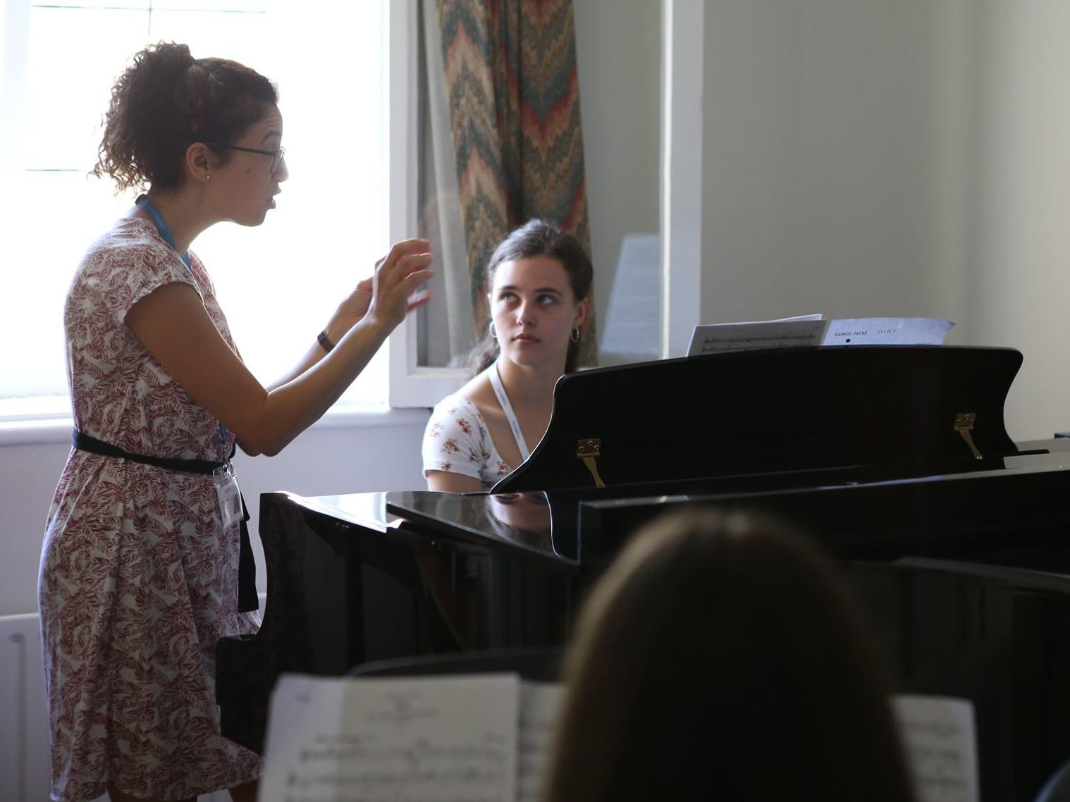 Tamar Andrusier coaching a chamber music session at Ingenium
