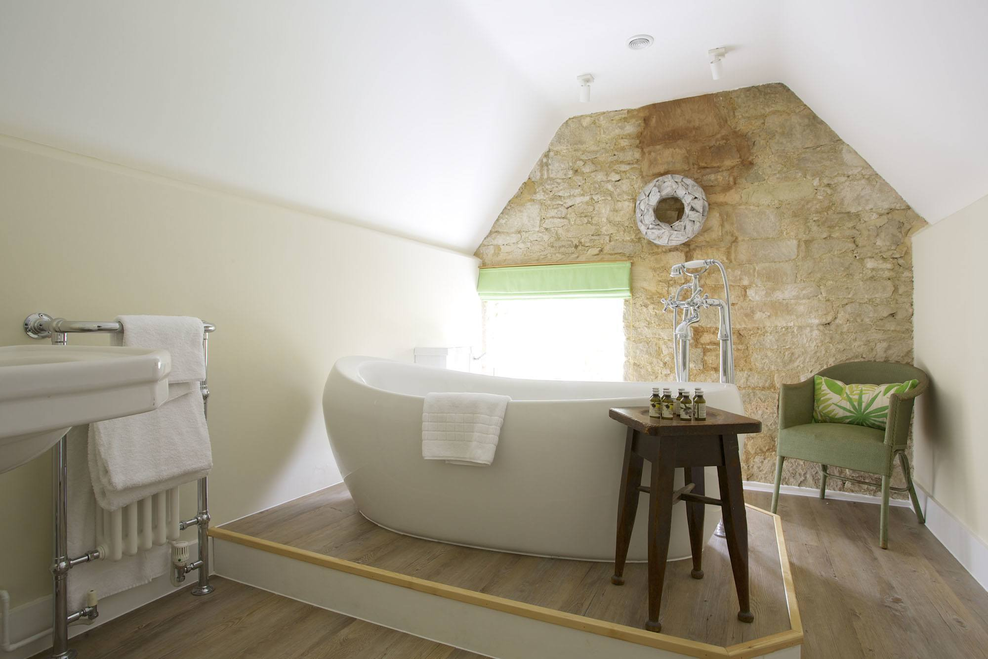 ashcombe wide bath JKE_4362.jpg
