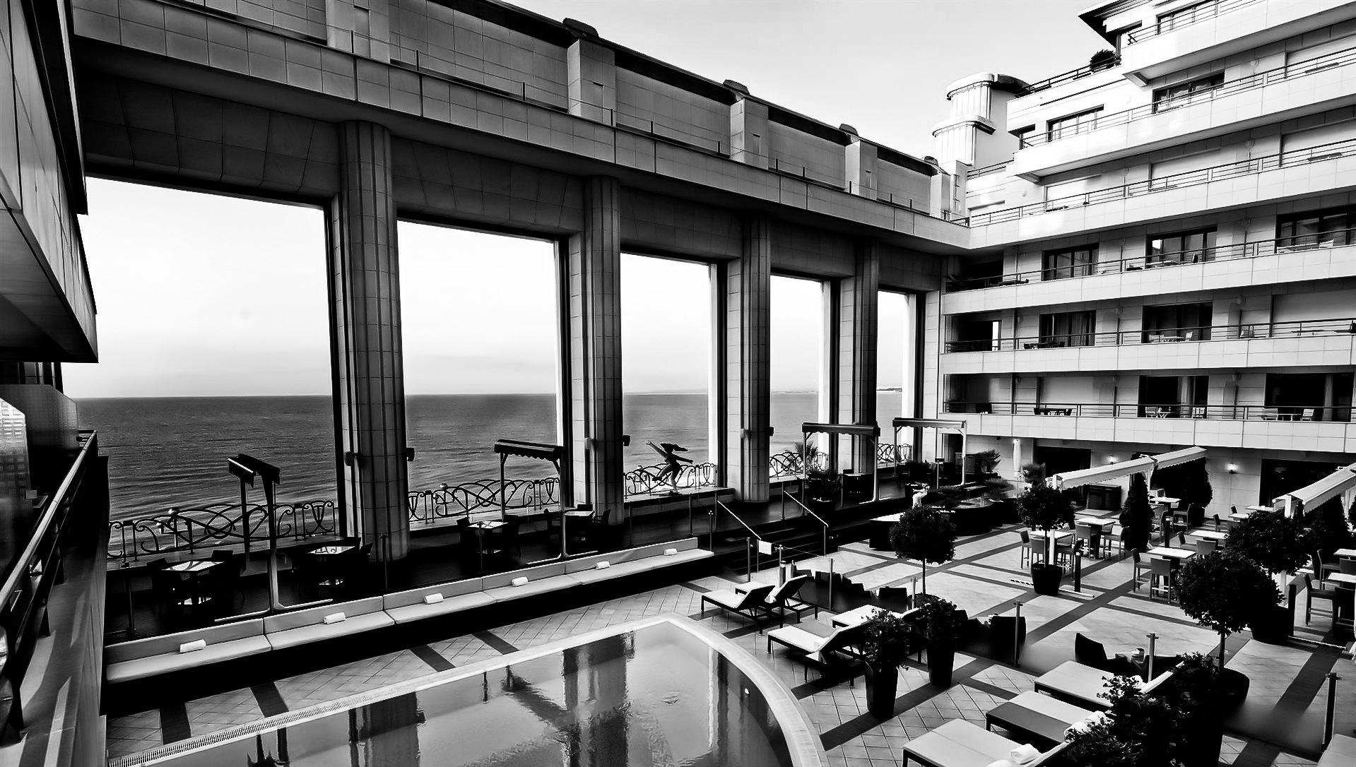 Palais de la Mediterranee Nice Int.jpg