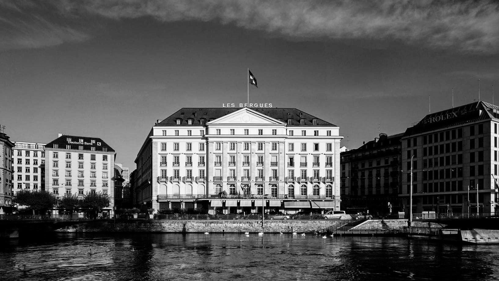 Hotel des Bergues Ext.jpg