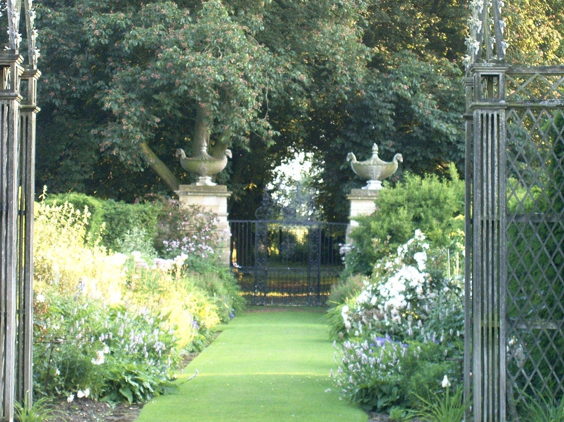 Abbots Ripton Gates-Urns.jpg