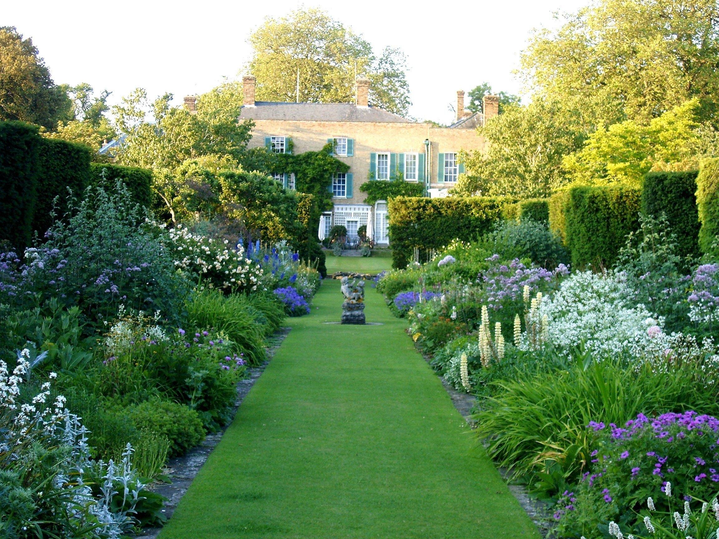 Abbots Ripton Hall + Garden.jpg