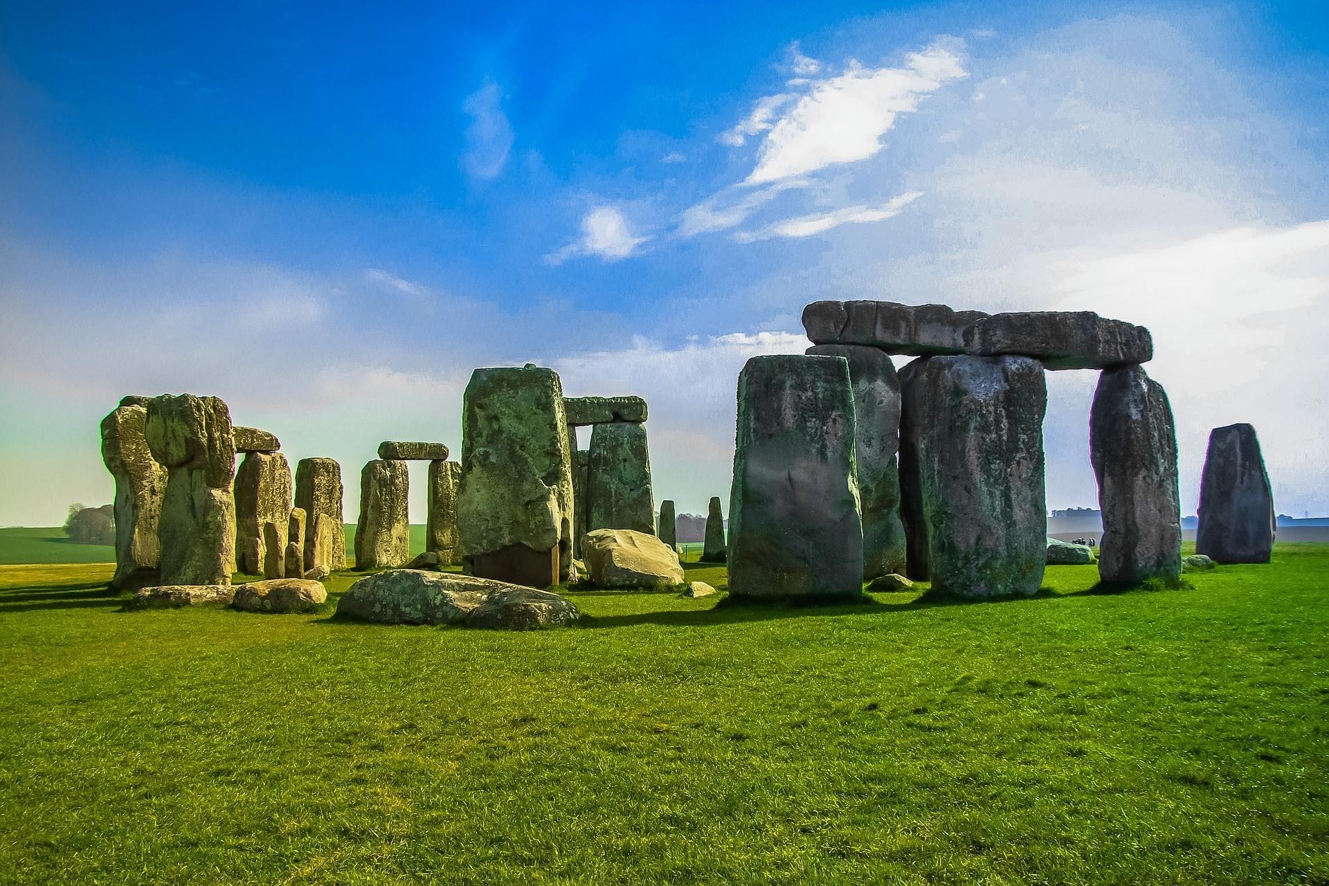 stonehenge-947348_1920.jpg