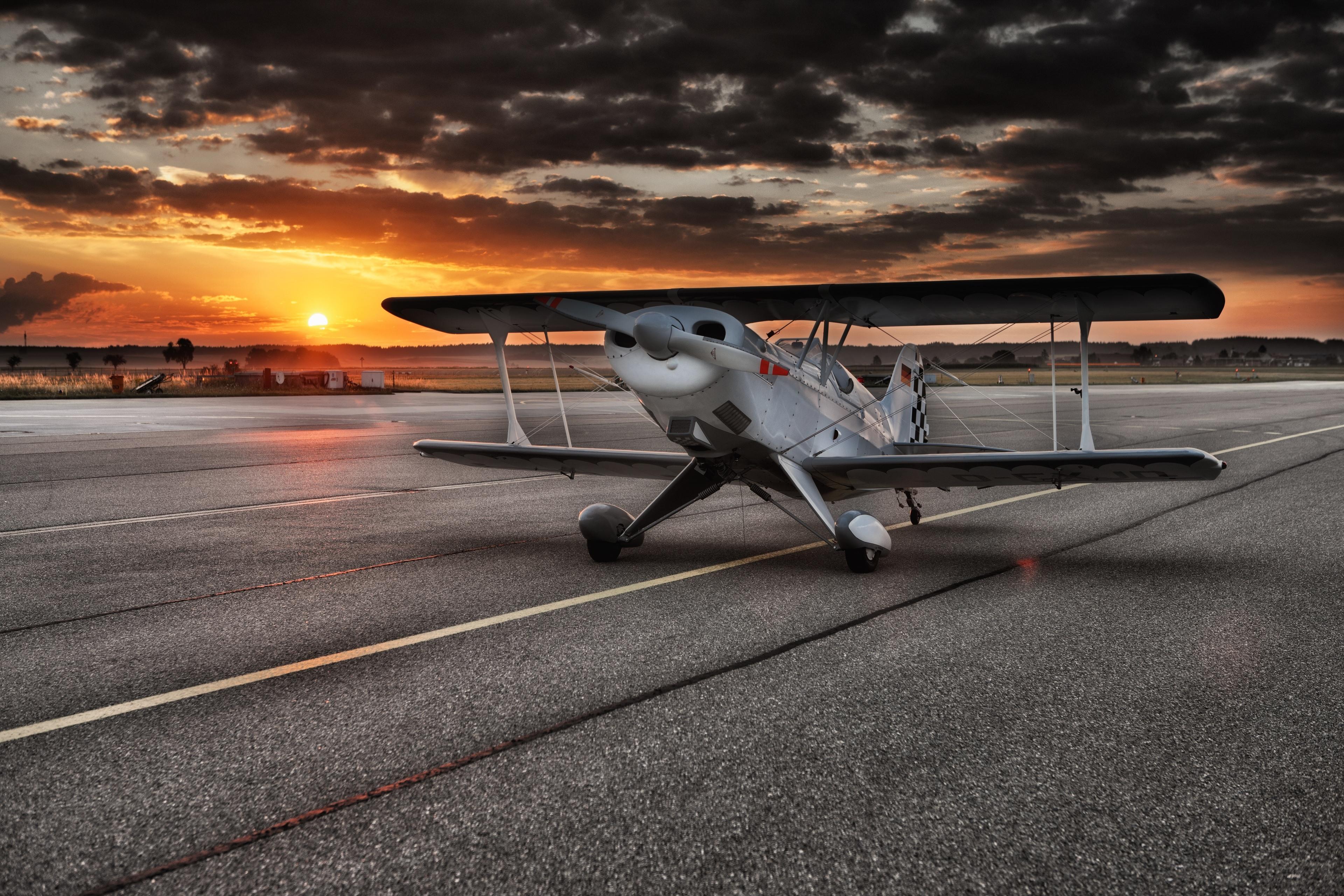 aircraft-547105.jpg