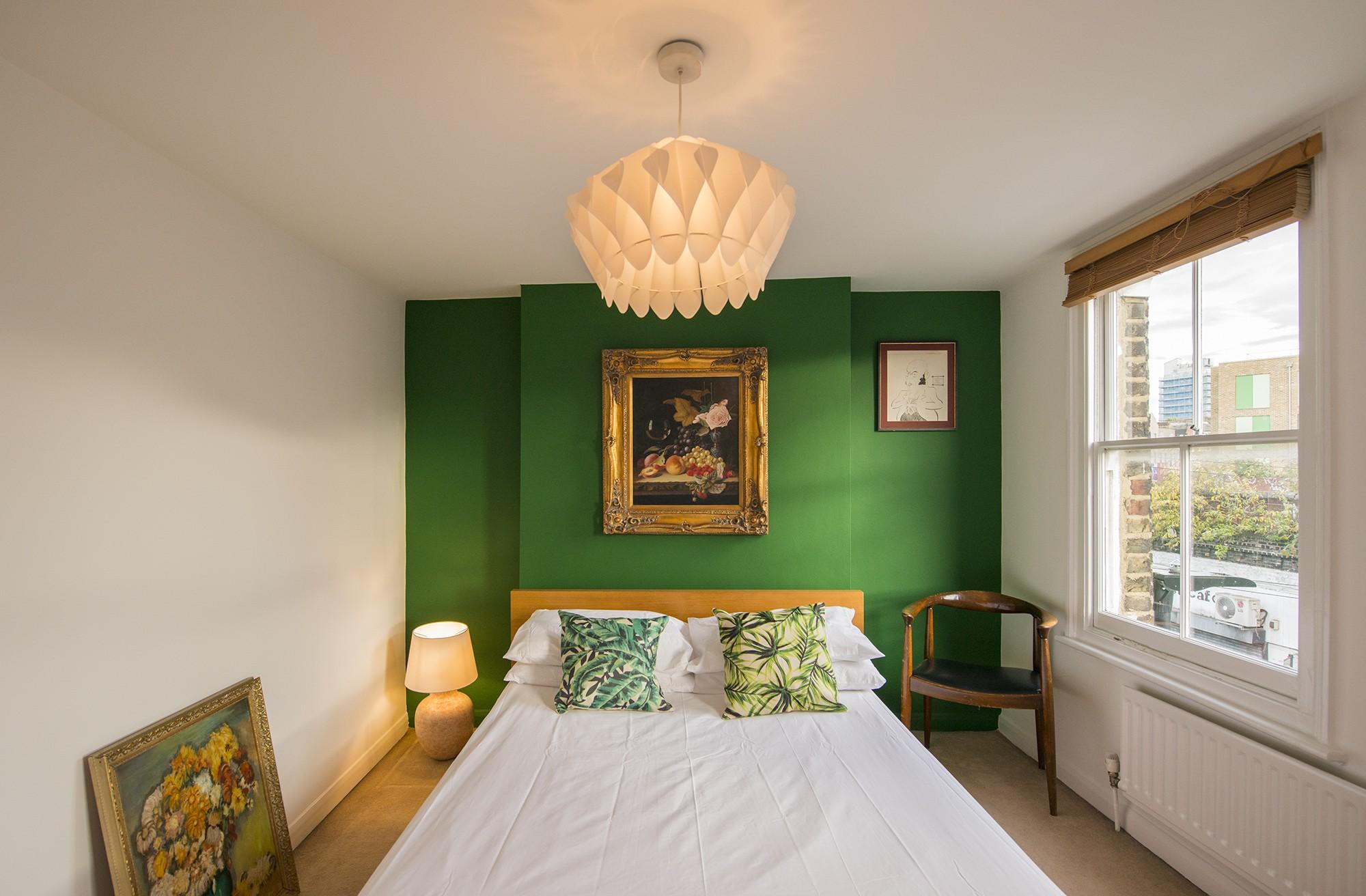 Green room 001.jpg