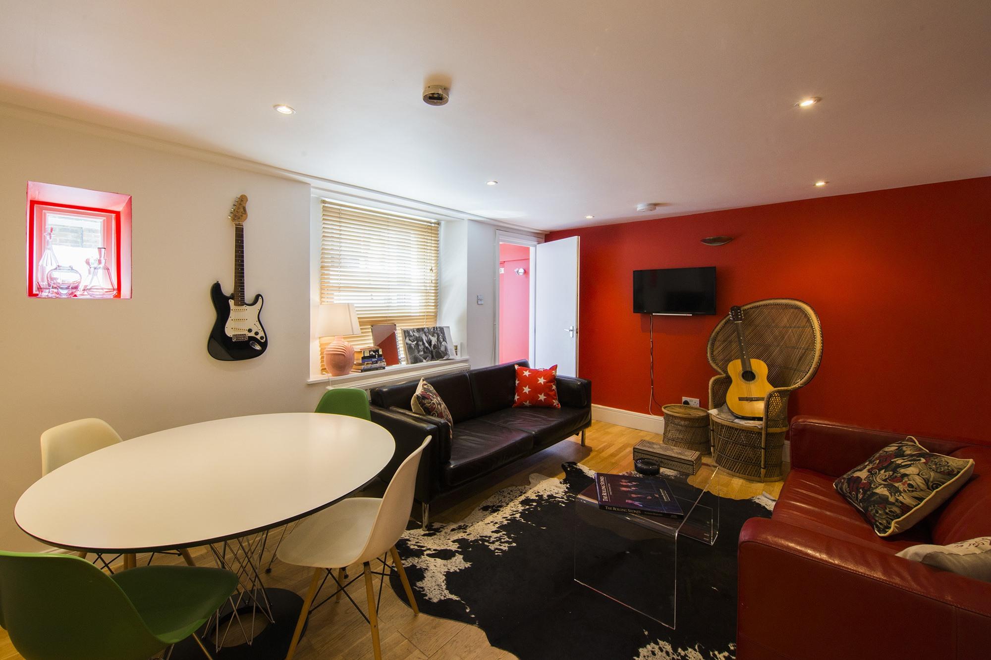 Lounge004.jpg