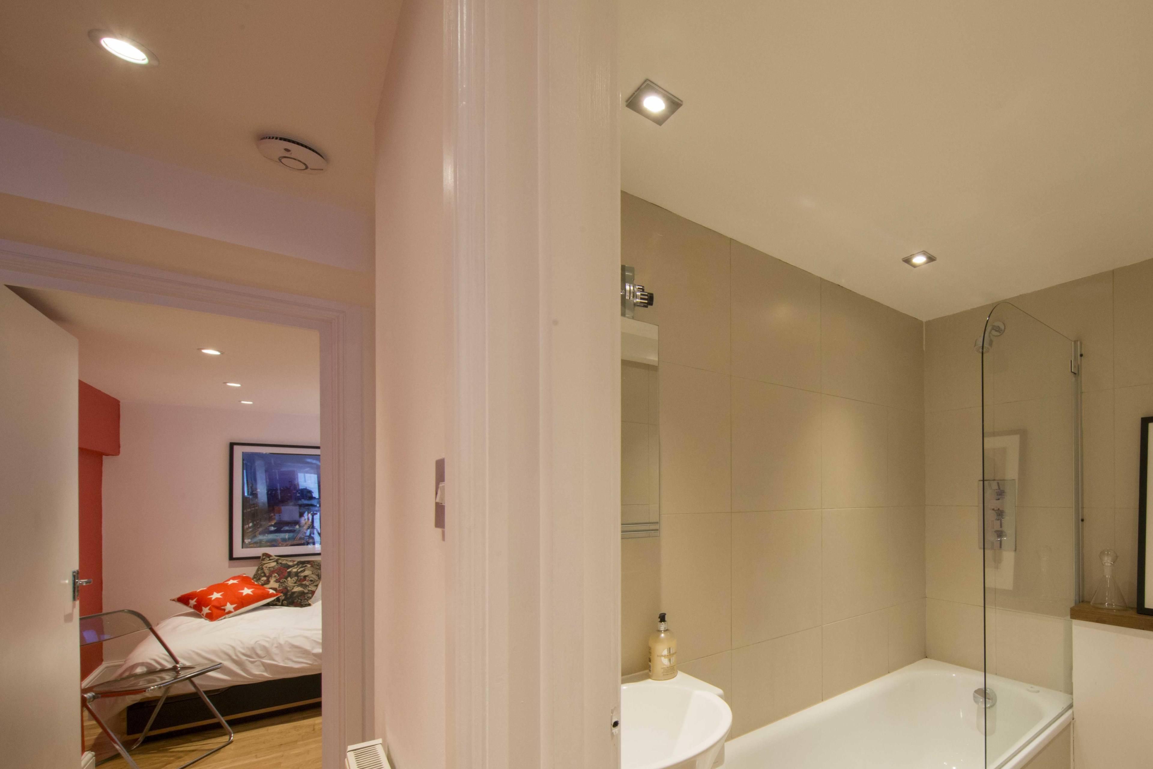 BathroomBedroom001.jpg