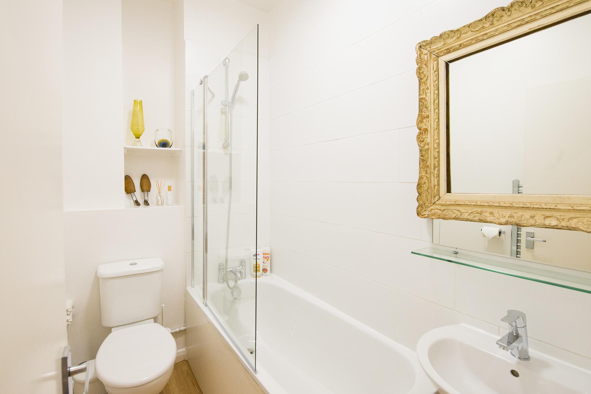Bathroom005.jpg
