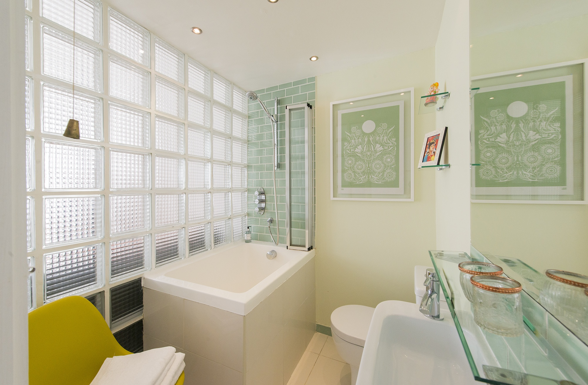 Bathroom002.jpg