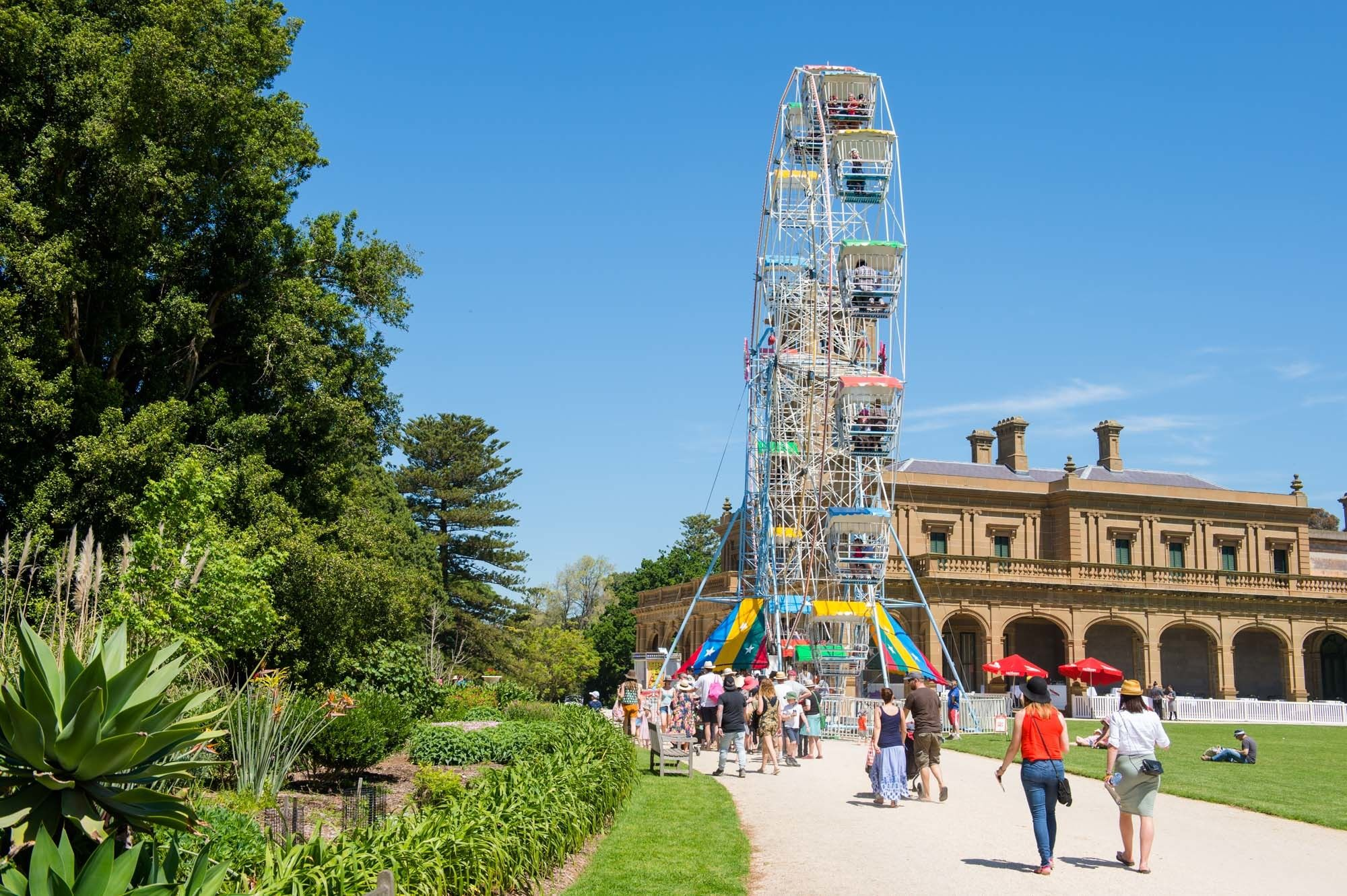 The ferris wheel and Werribee Mansion