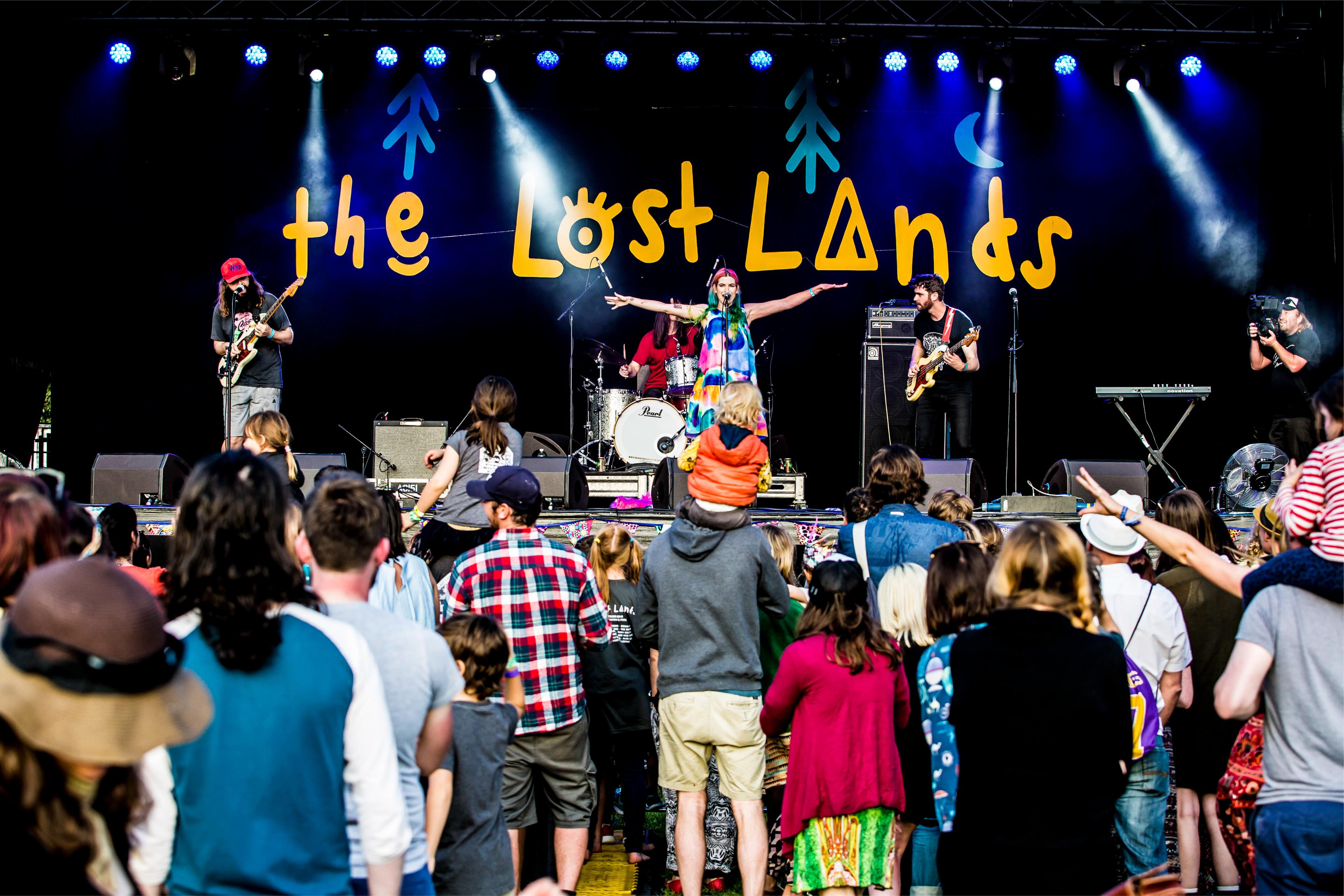 The Grates performing at The Lost Lands 2016