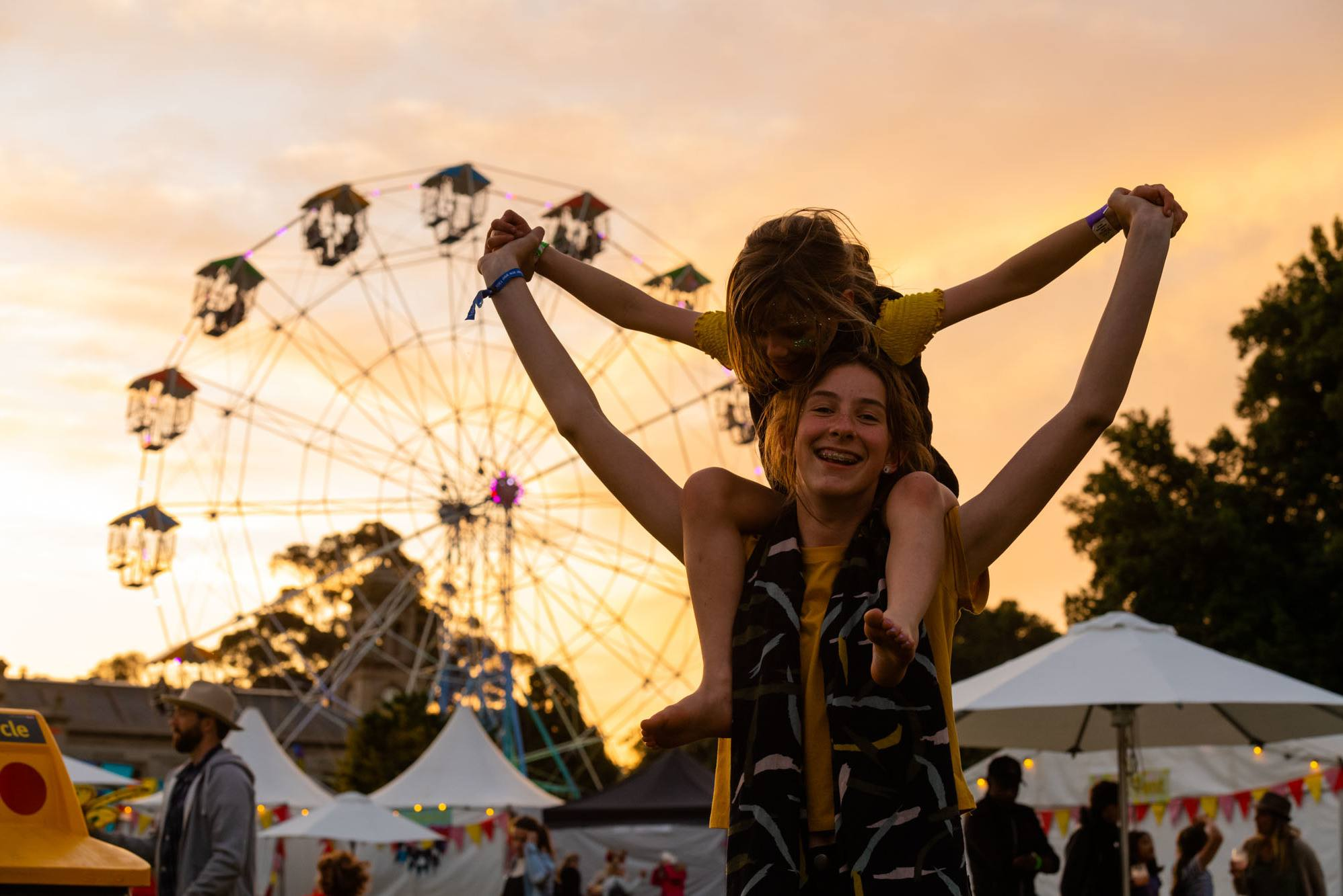 kids at sunset at the lost lands 2018