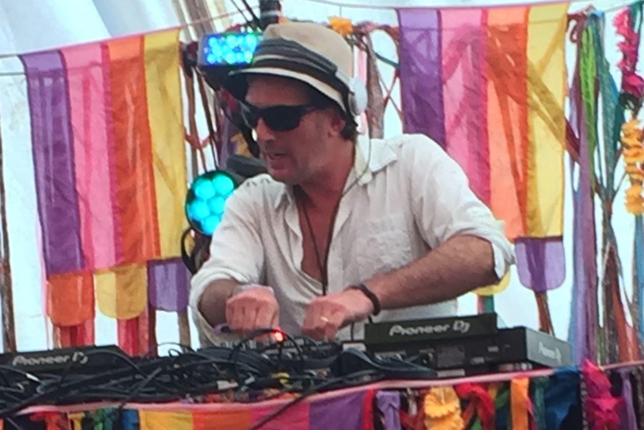DJ getbacktothebeat image