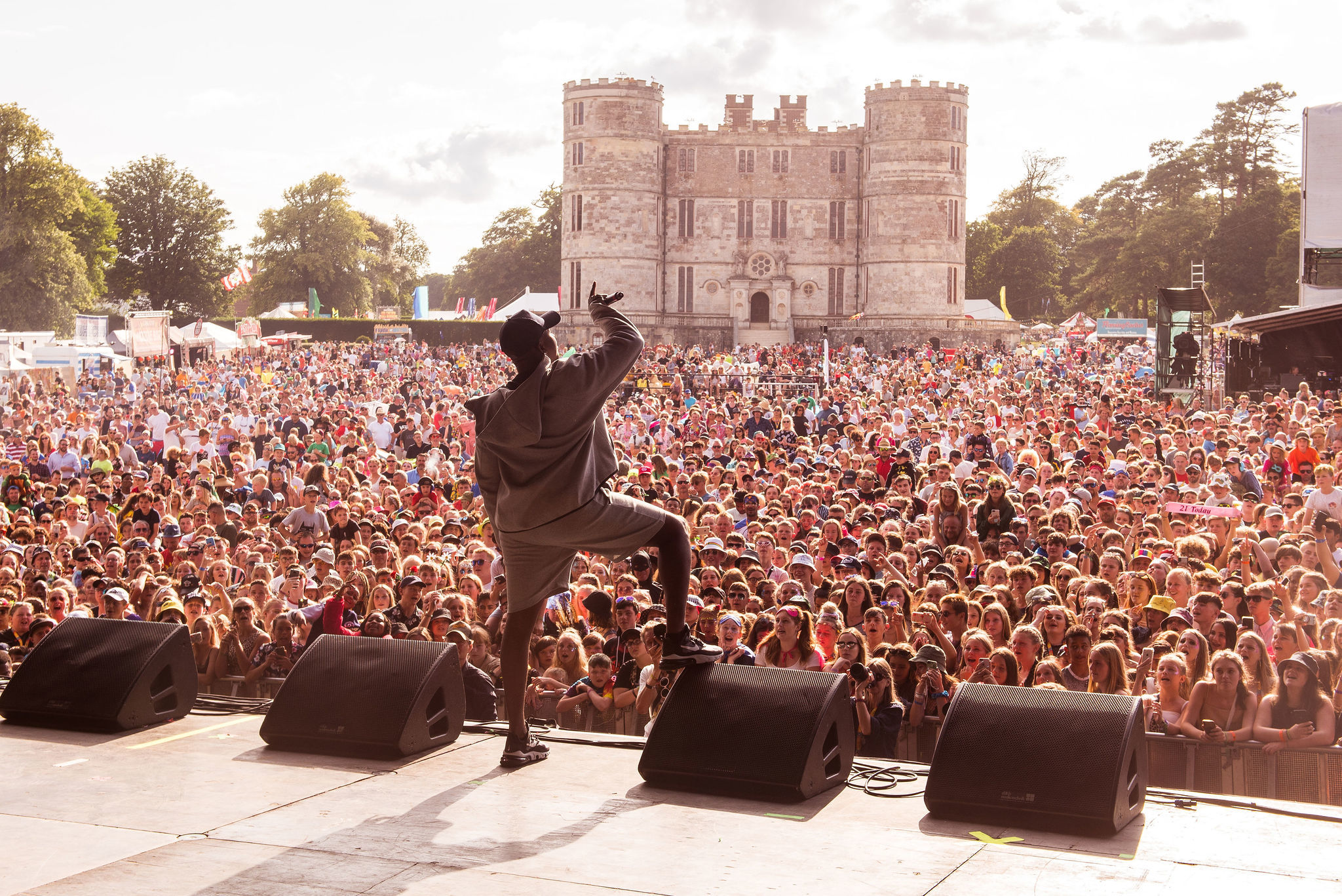 SATURDAY_BIGSHAQ_MAINSTAGE_EW9.jpg