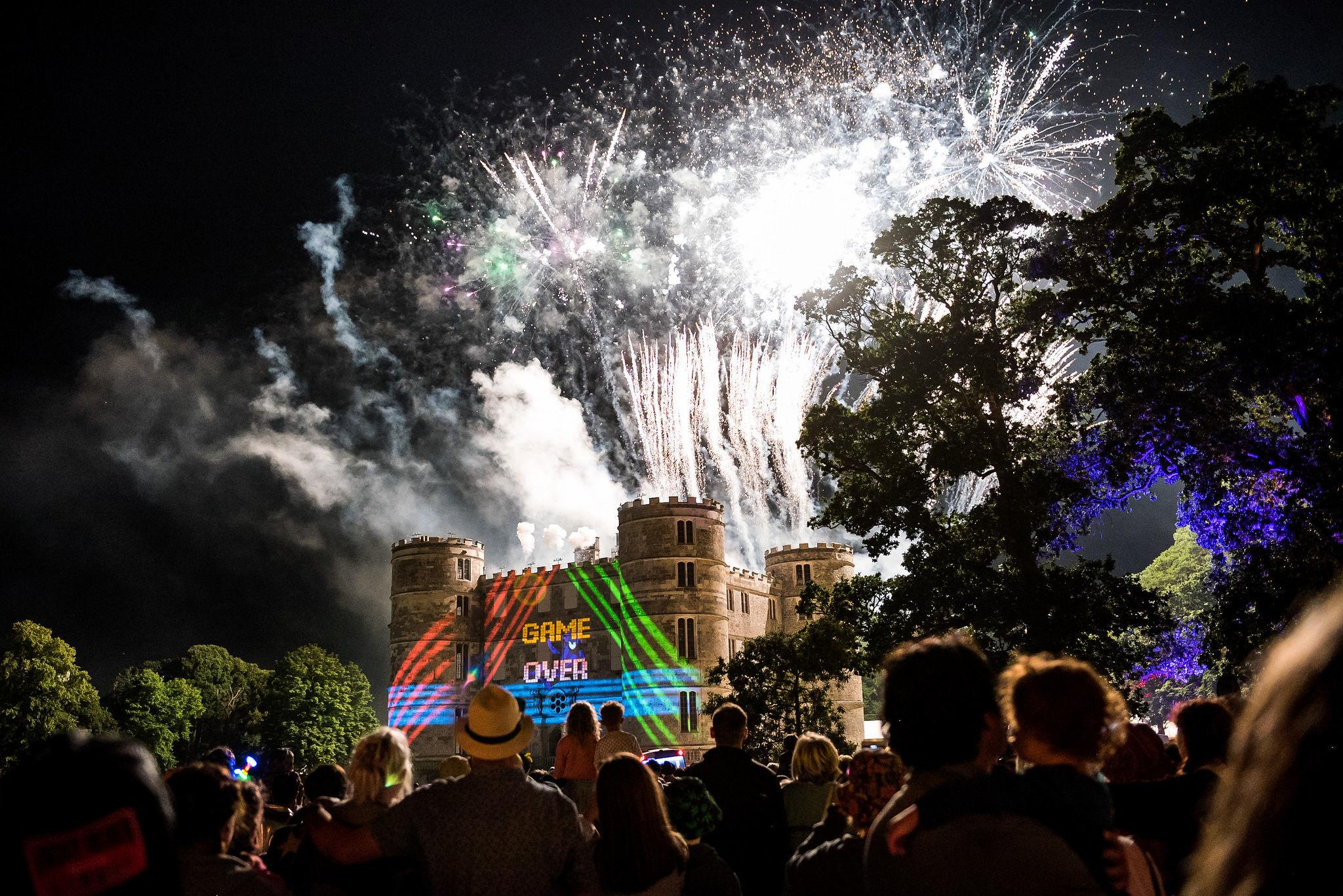 SUNDAY_234_mainstage_atmos,Fireworks_CM_4713.jpg
