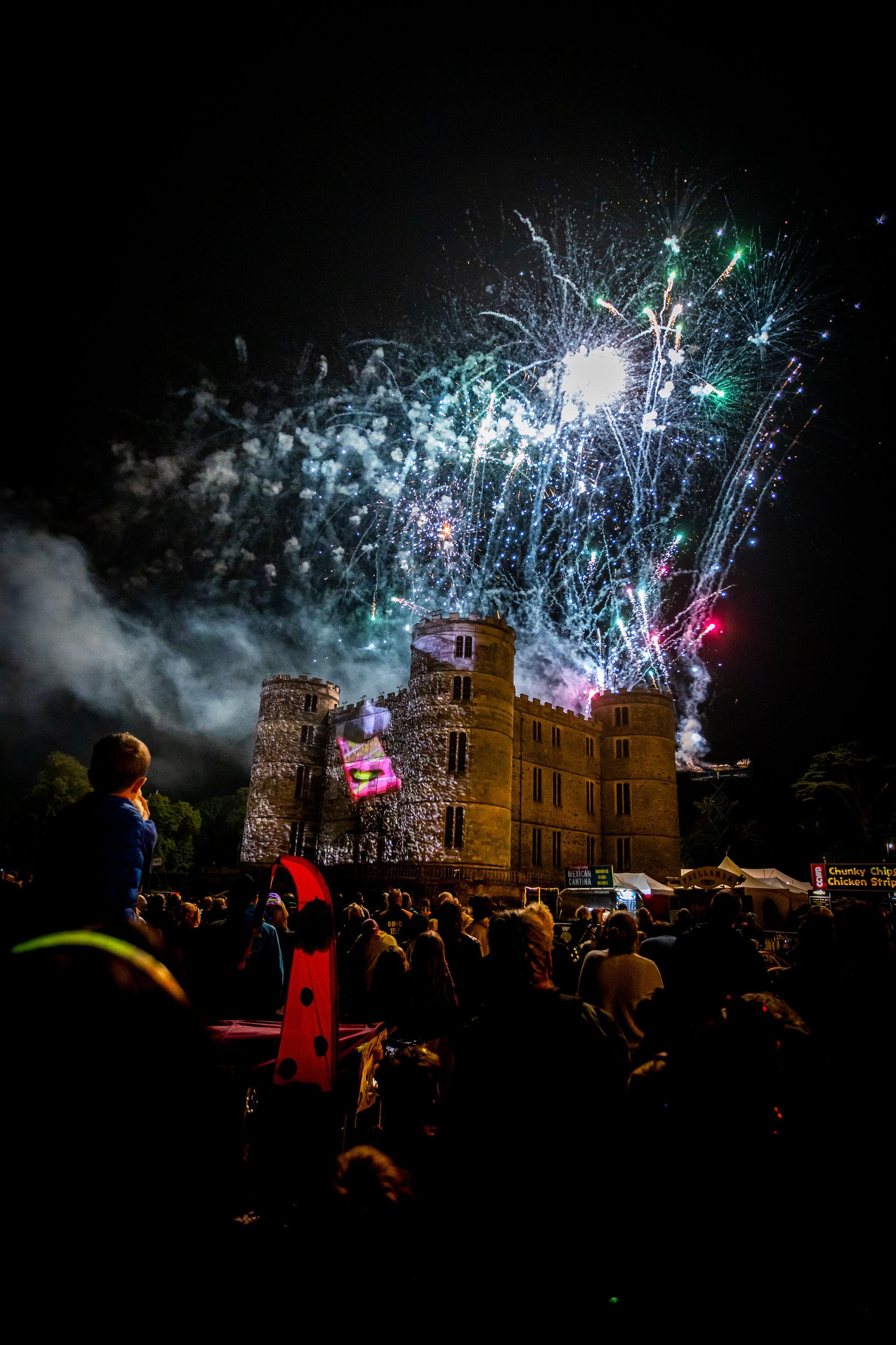 Sun_CastleStage_Fireworks_VF-4721.jpg