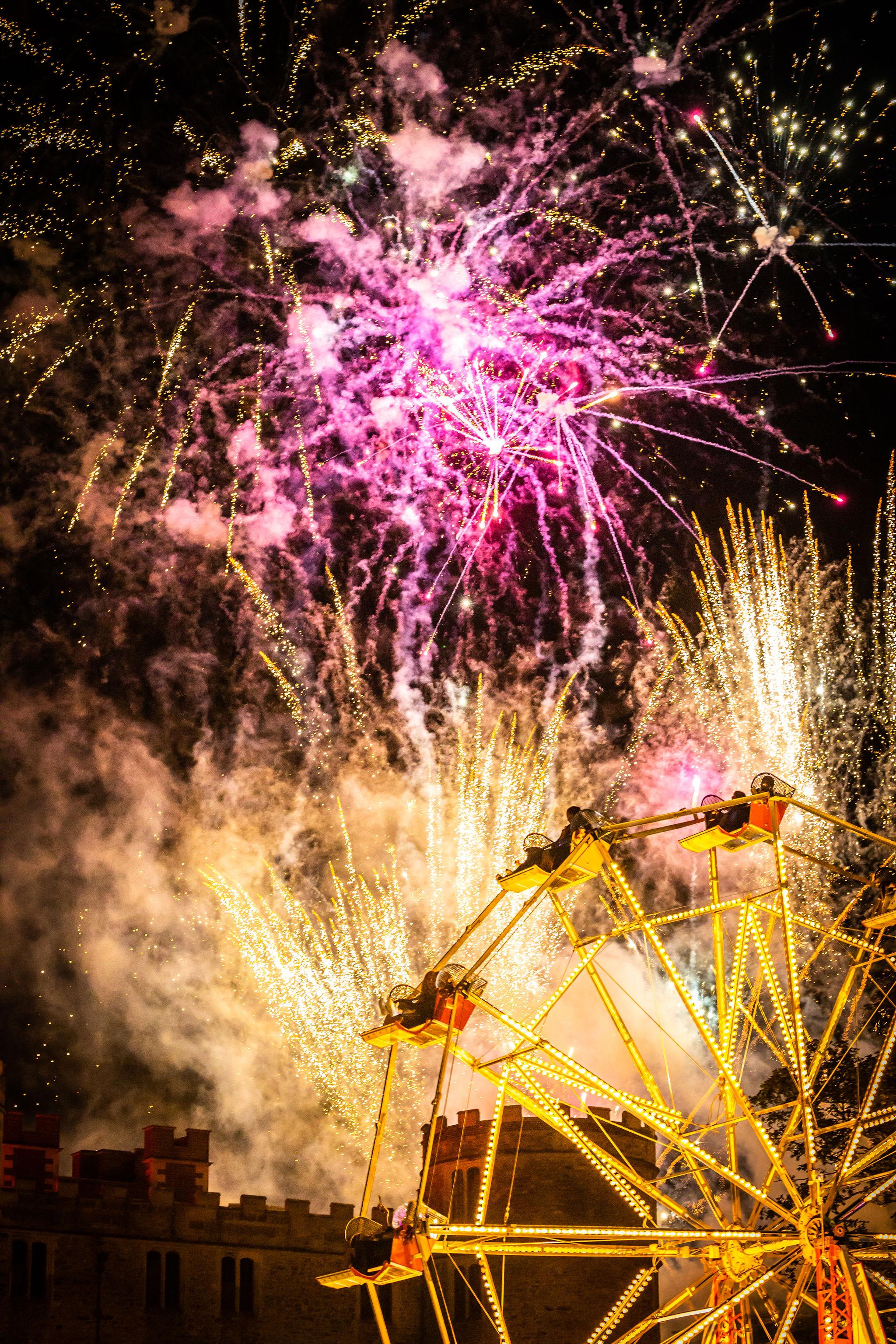 Sun_CastleStage_Fireworks_VF-5050.jpg